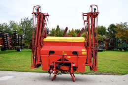 KUHN Aero 2218 boomed fertiliser spreader