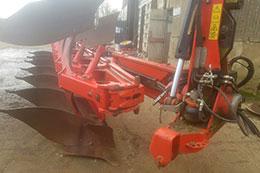 GREGOIRE BESSON HRCW8 7 furrow on-land/in-furrow plough